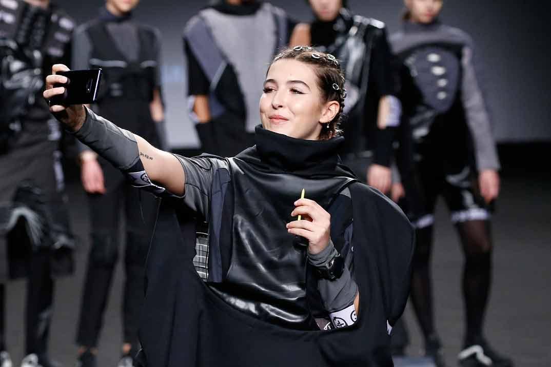 La emoción de Alba Díaz en su debut sobre la pasarela de la MBFWM