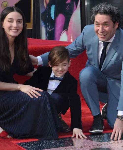 Junto a María Valverde, Gustavo Dudamel recibe su estrella en Hollywood