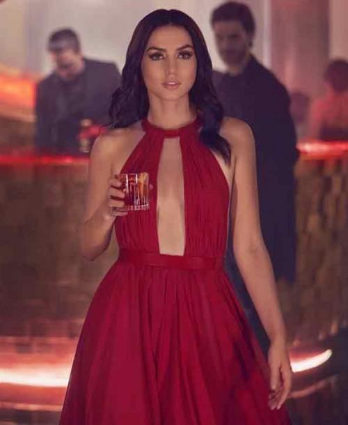 Ana de Armas, espectacular mujer de rojo para Campari
