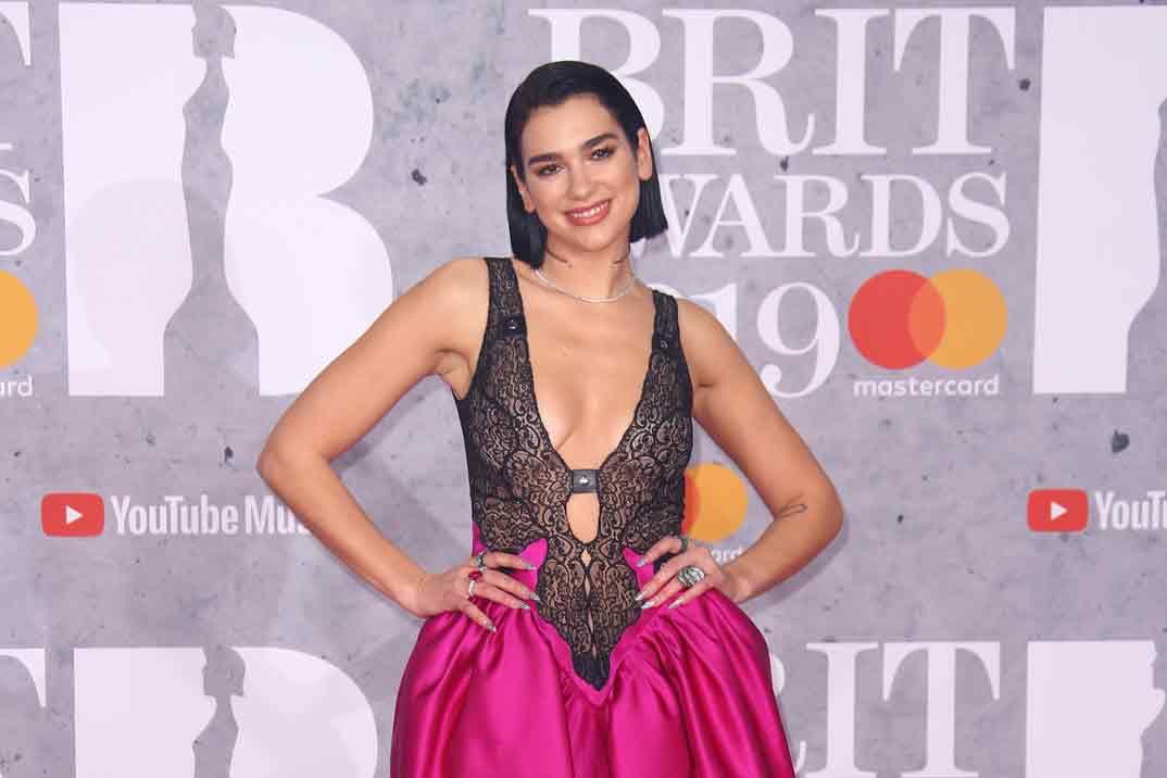 Dua Lipa: los outfits más llamativos de la reina del pop