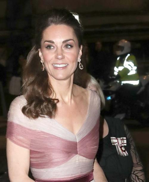 Kate Middleton, de Dolce & Gabbana para el día y de Gucci para la noche