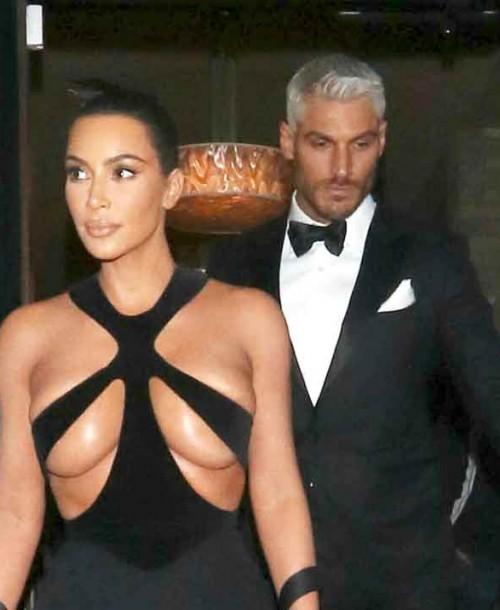 ¿Te atreves con el nuevo escote imposible de Kim Kardashian?