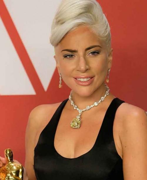 Lady Gaga luce el histórico Tiffany Diamond que llevó Audrey Hepburn