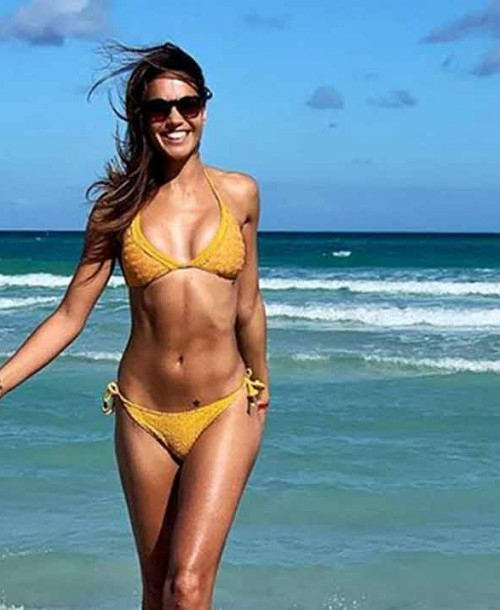 Lara Álvarez presume de cuerpo diez en bikini