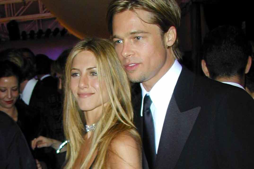 Brad Pitt ¡pillado! en la fiesta del 50 cumpleaños de Jennifer Aniston