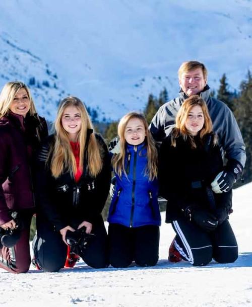 El divertido posado en la nieve de la reina Máxima y su familia