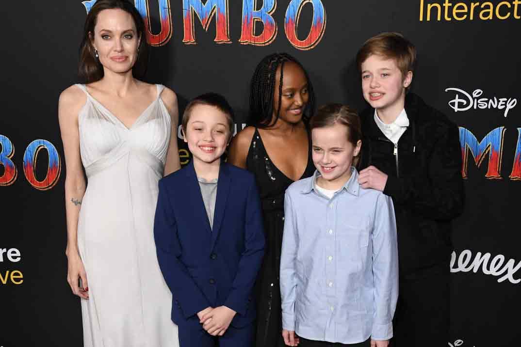 Angelina Jolie con sus hijos Zahara, Shiloh, Knox y Vivienne
