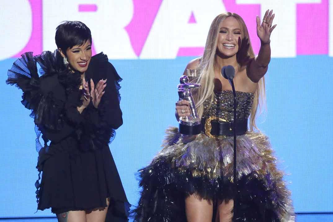 Jennifer Lopez y Cardi B, la pareja más explosiva