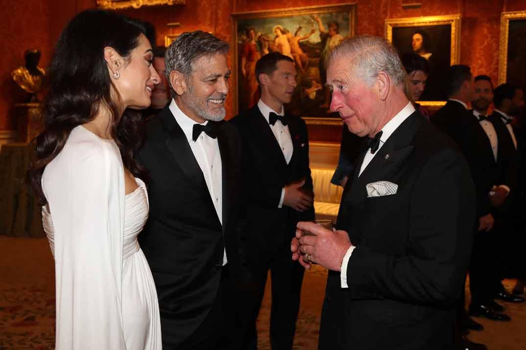 George y Amal Clooney con el príncipe Carlos de Inglaterra
