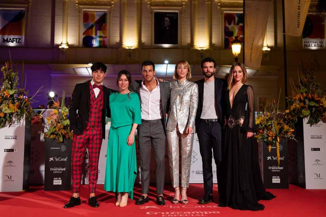 Oscar Casas, Lola Dueñas, Mario Casas, Ingrid García Johnsson, Jon Arias y Silvia Alonso - Instinto © Movistar+