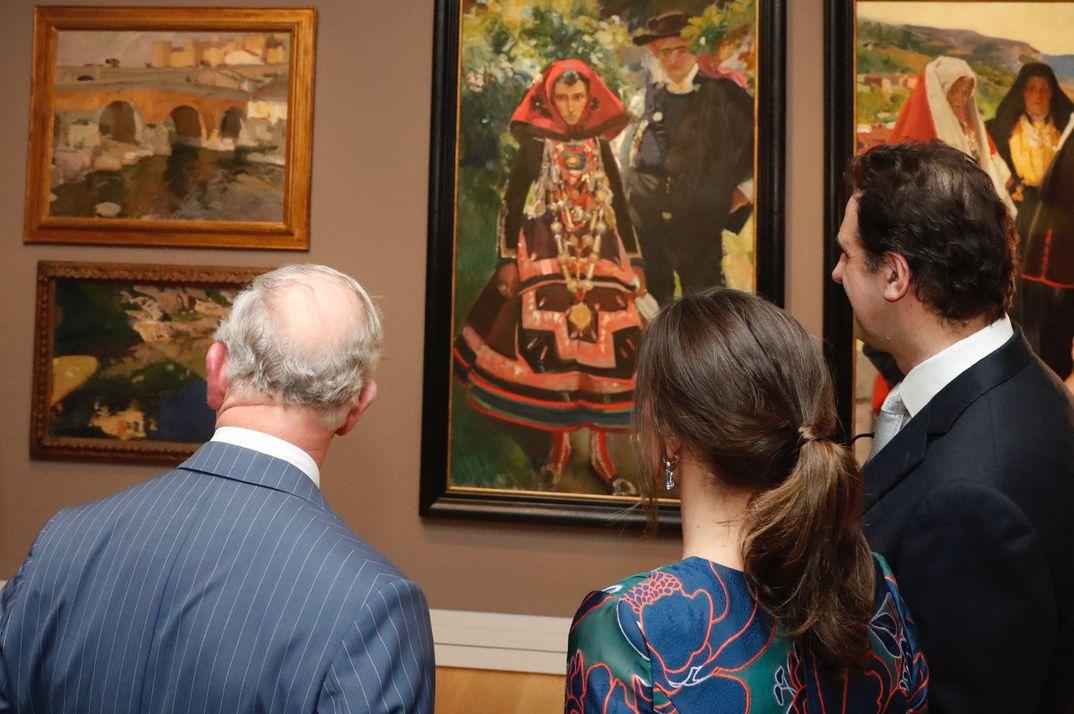 La Reina visita la exposición Sorolla con el príncipe Carlos de Inglaterra © Casa S.M. El Rey