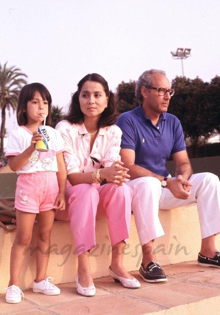 Ana Boyer con sus padres Isabel Preysler y Miguel Boyer - 1991