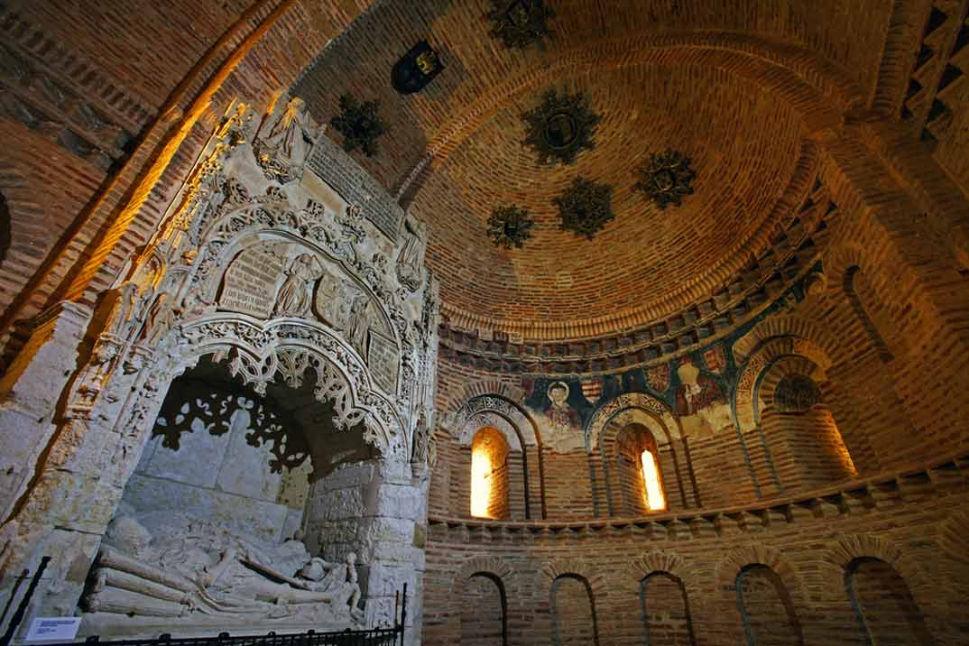 Toro-Iglesia-de-San-Lorenzo-el-Real