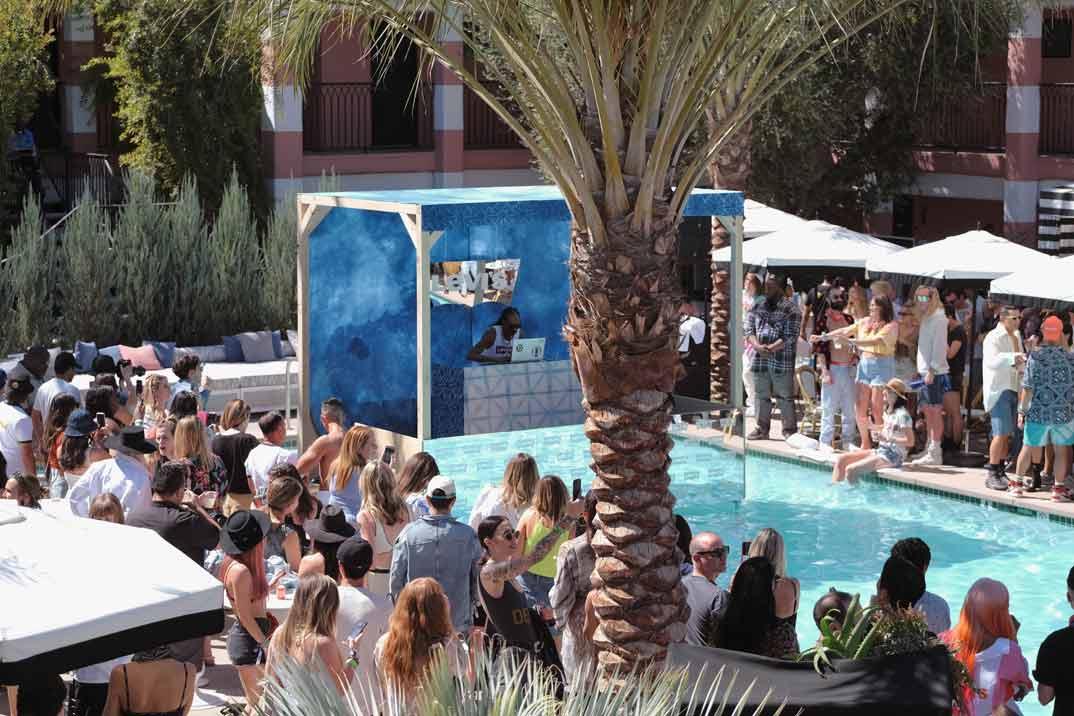 Hiba Abouk y Laura Vandall - Fiesta Levi's - Festival de Coachella