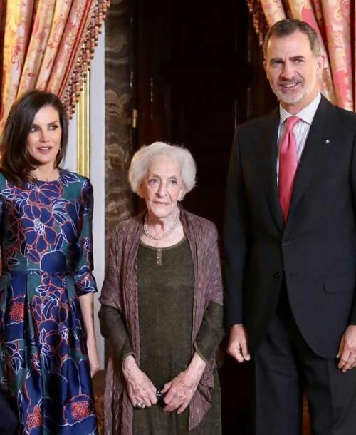 La reina Letizia repite modelo de Carolina Herrera