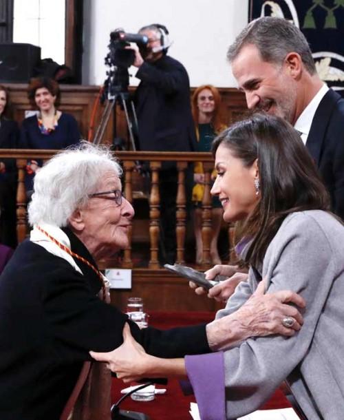 La reina Letizia, de Carolina Herrera, en la entrega del Premio Cervantes