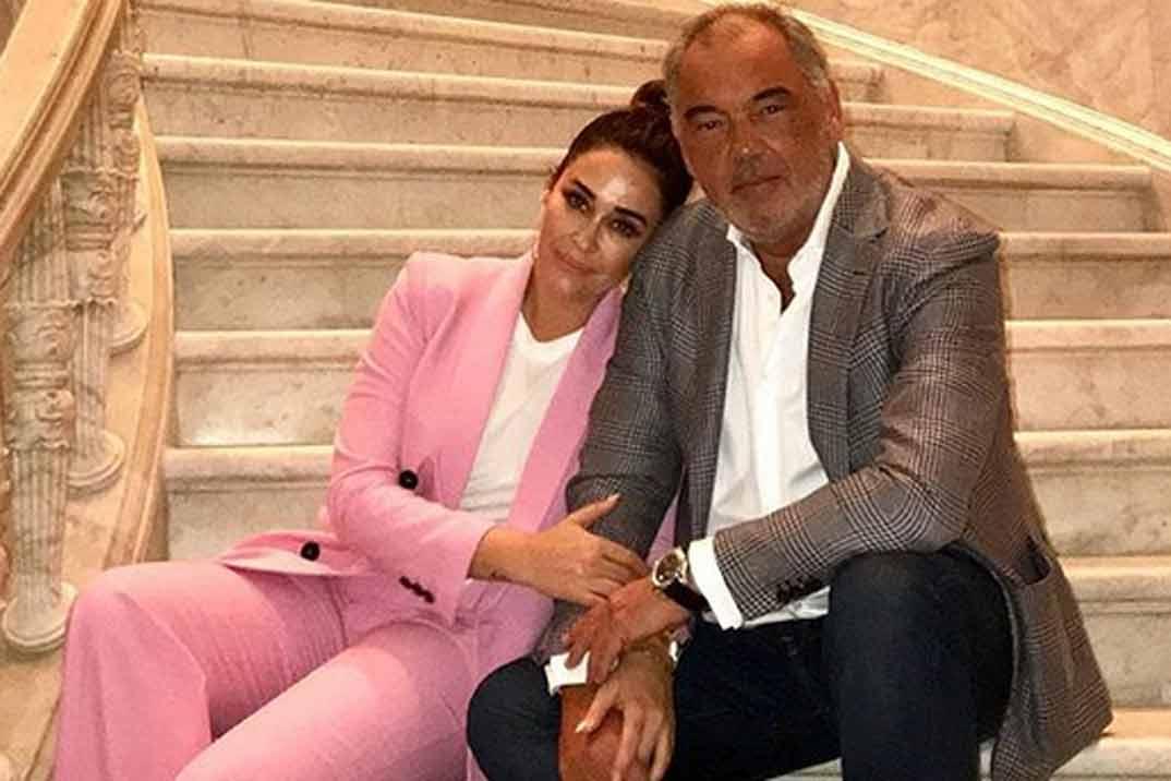 Vicky Martín Berrocal posa, por primera vez, con su novio