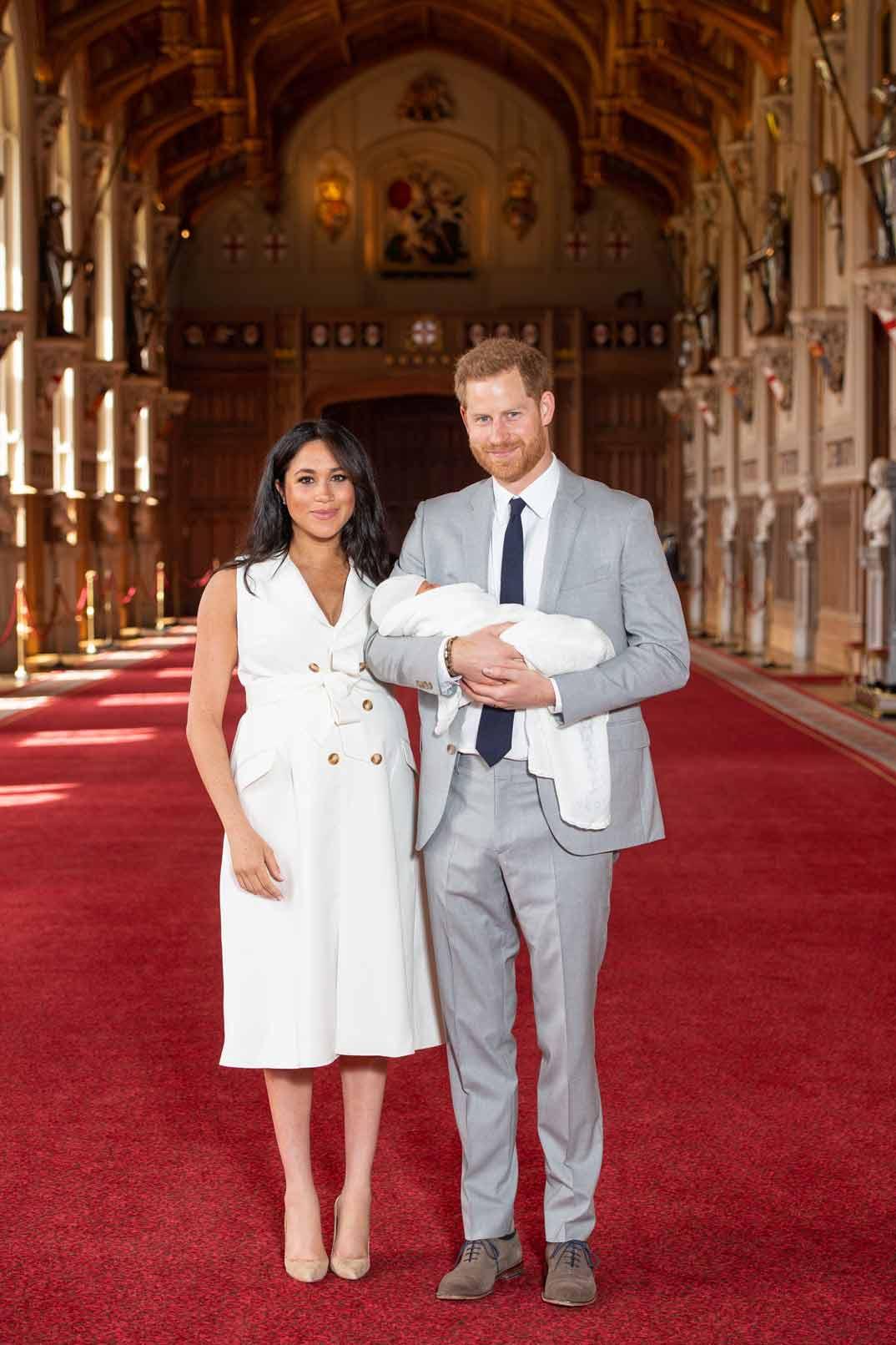 Duques de Sussex presentan a su primer hijo