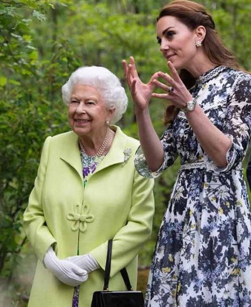 Kate Middleton: vestido estampado + alpargatas, la combinación perfecta