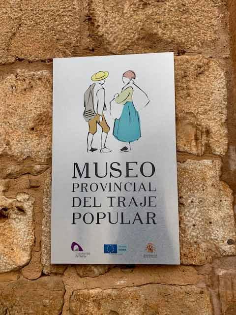 museo-traje-cartel