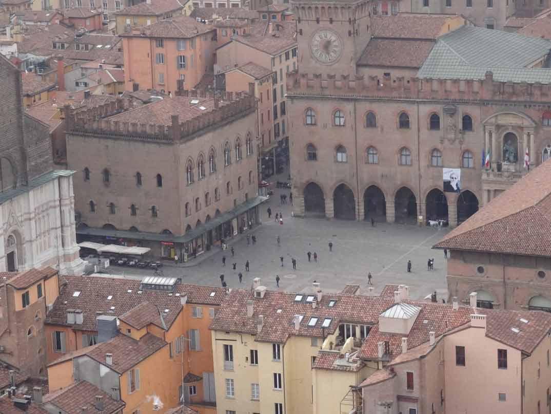 bolonia-piazza-grande-2