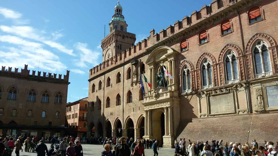 bolonia-piazza-grande