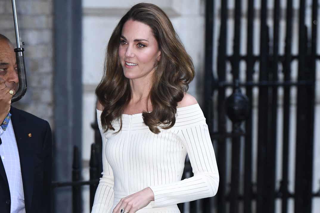 Kate Middleton apuesta por el blanco para brillar en una noche de gala
