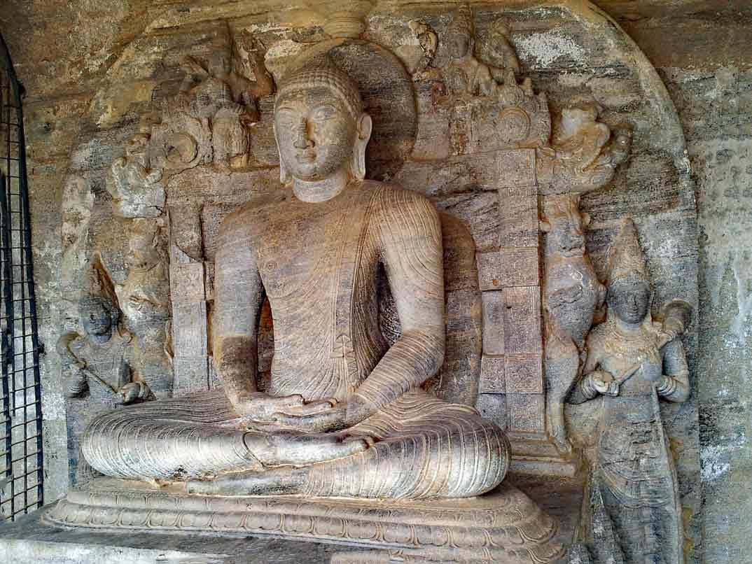 polonnaruwa-buda-sentado-1
