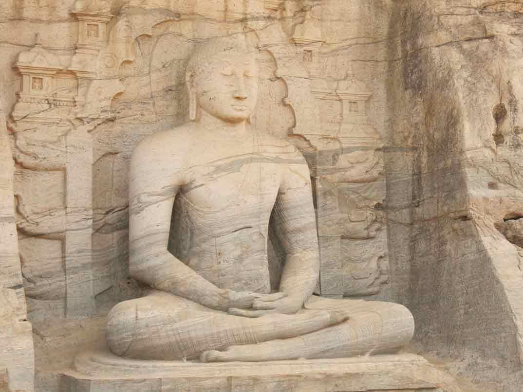 polonnaruwa-buda-sentado-2