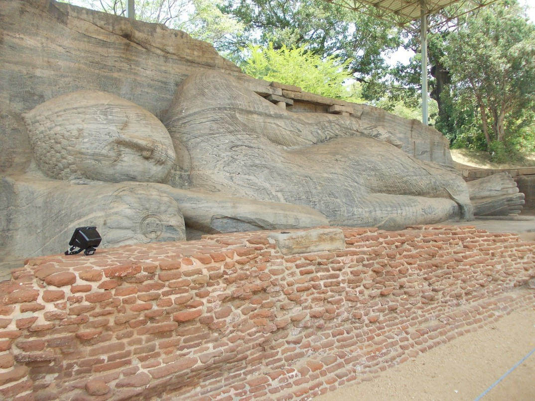 polonnaruwa buda tumbado