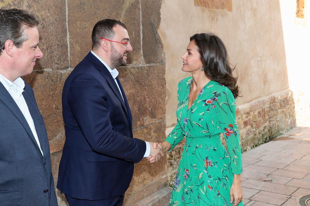 La reina Letizia estrena el vestido estampado perfecto para el verano