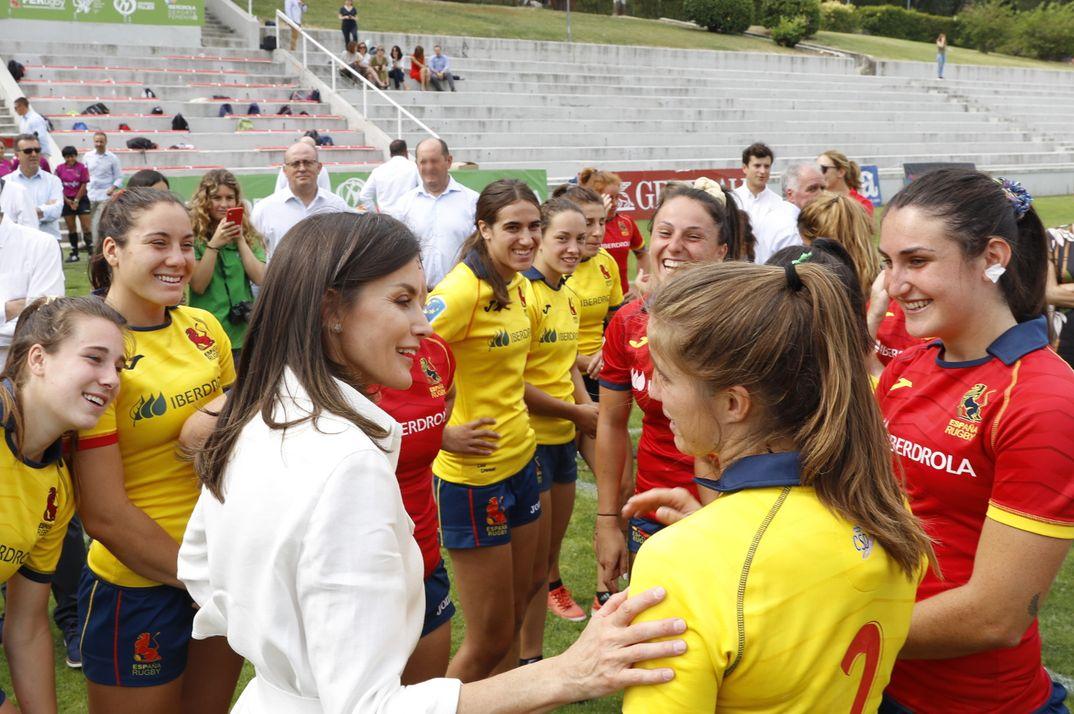 """Reina Letizia - Entrenamiento de la """"Selección Nacional Femenina de Rugby 7"""" © Casa S.M. El Rey"""