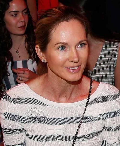 Miranda Rijnsburger toma nota de la nueva colección de Agatha Ruiz de la Prada
