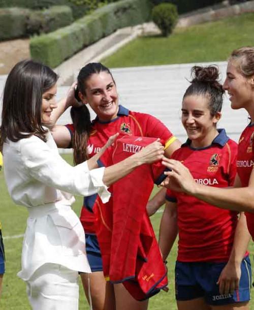 La reina Letizia anima a la selección nacional femenina de rugby