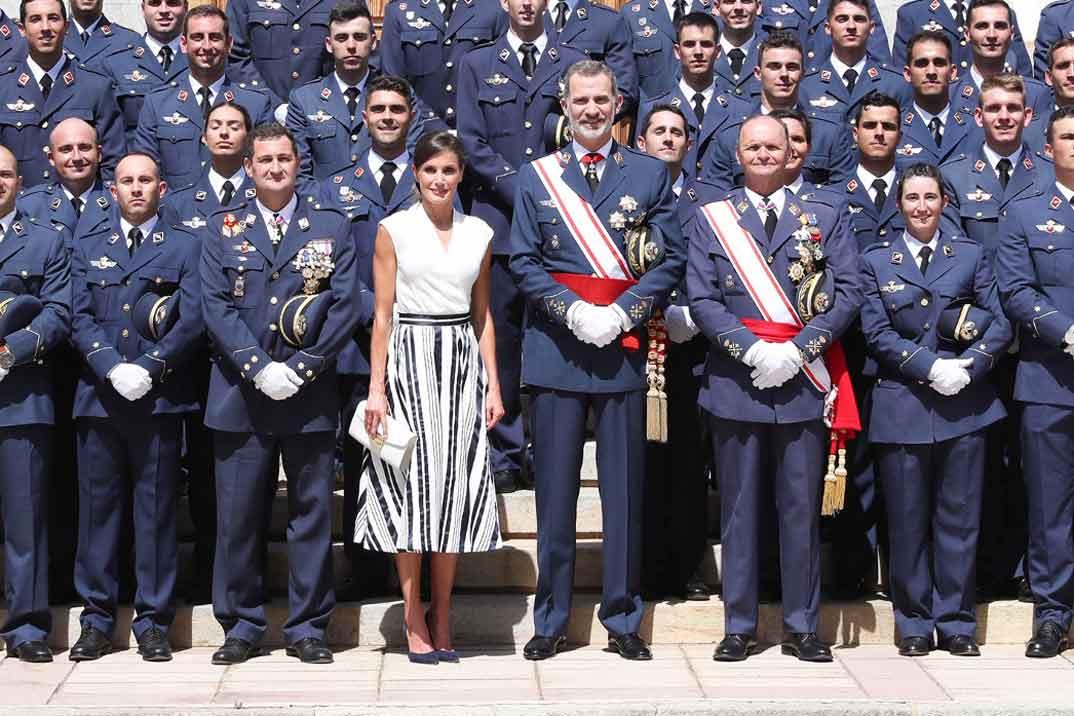 Los Reyes entregan los Reales Despachos de Empleo en la Academia General del Aire
