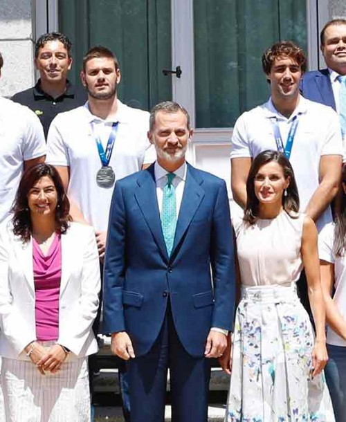 La reina Letizia y su perfecto look working girl de verano