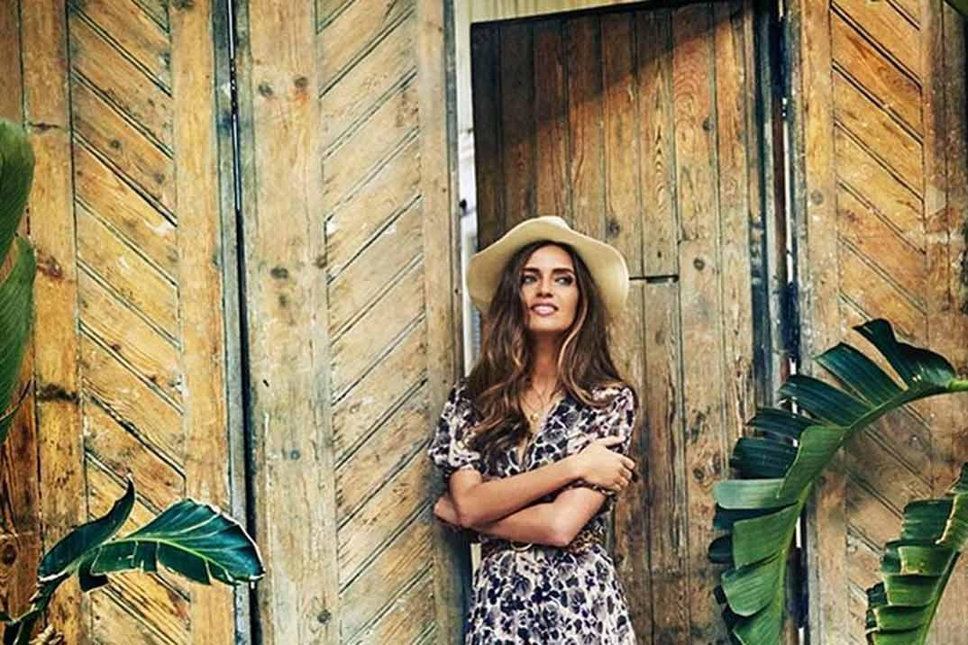 Brilla este verano con un vestido midi como Sara Carbonero