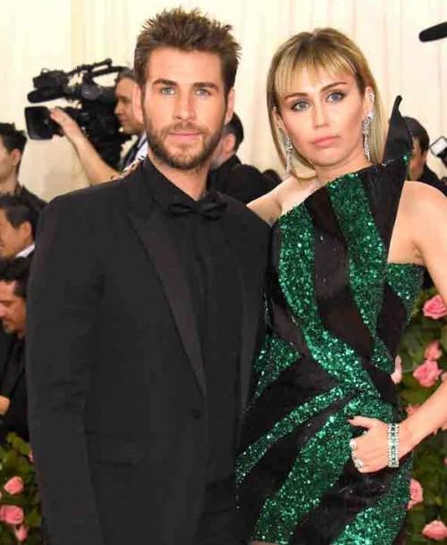 Miley Cyrus pillada besándose con la influencer Kaitlynn Carter