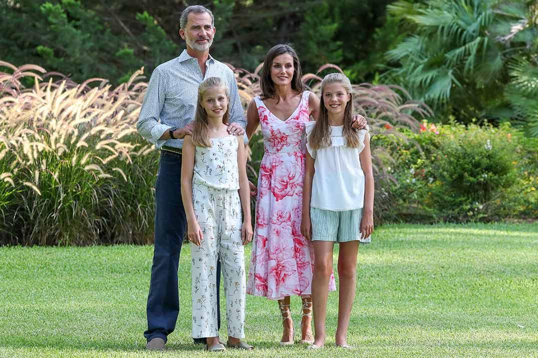 Reyes Felipe y Letizia con sus hijas, la princesa Leonor y la infanta Sofia