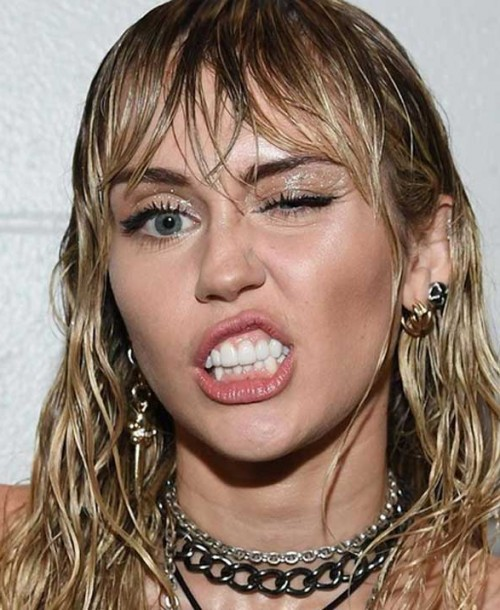 Miley Cyrus reaparece en los MTV VMAs 2019 con nuevo tatuaje
