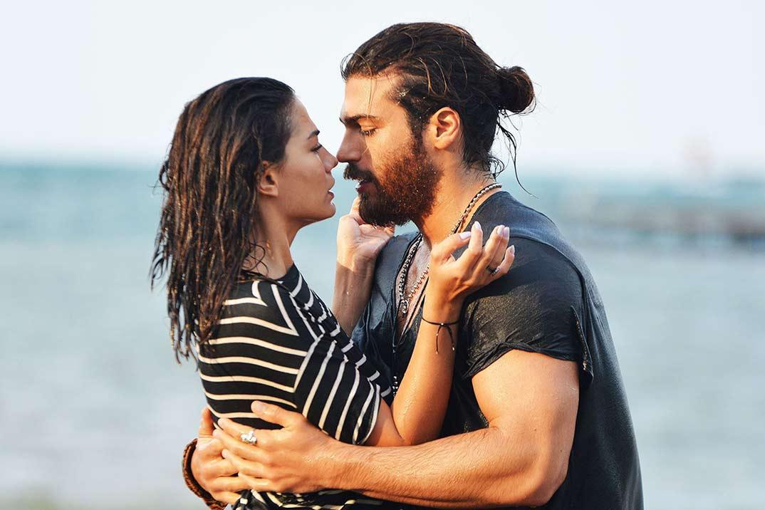 'Kara Sevda' y 'Erkenci kus' regresan hoy a Divinity