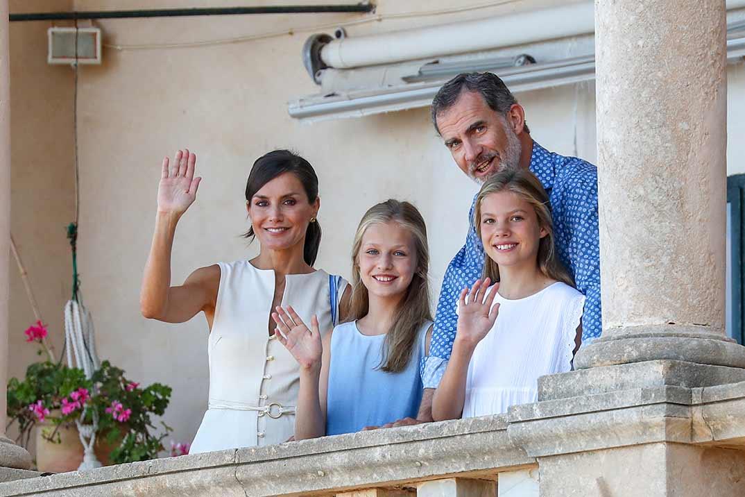 Reyes Felipe y Letizia con sus hijas Leonor y Sofía