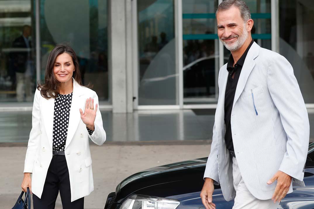 Los reyes Felipe y Letizia visitan a don Juan Carlos en el hospital