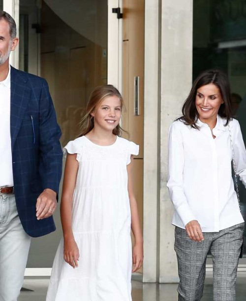 Los Reyes y sus hijas visitan a don Juan Carlos