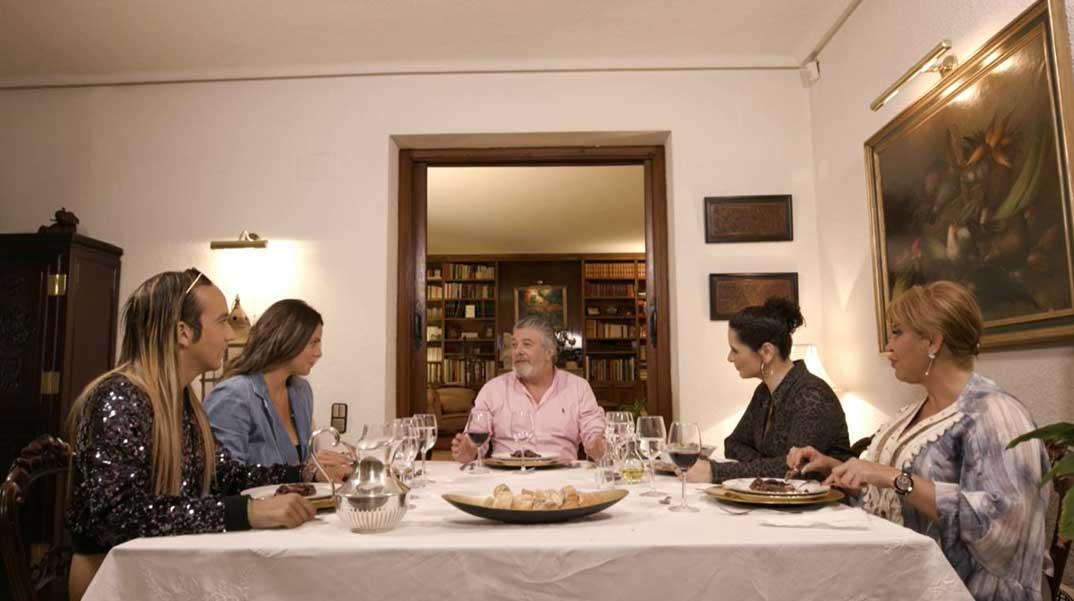 Rosa López con Francisco, Raquel Mosquera, Aless Gibaja y Laura Matamoros- Ven a cenar conmigo gourmet © Mediaset