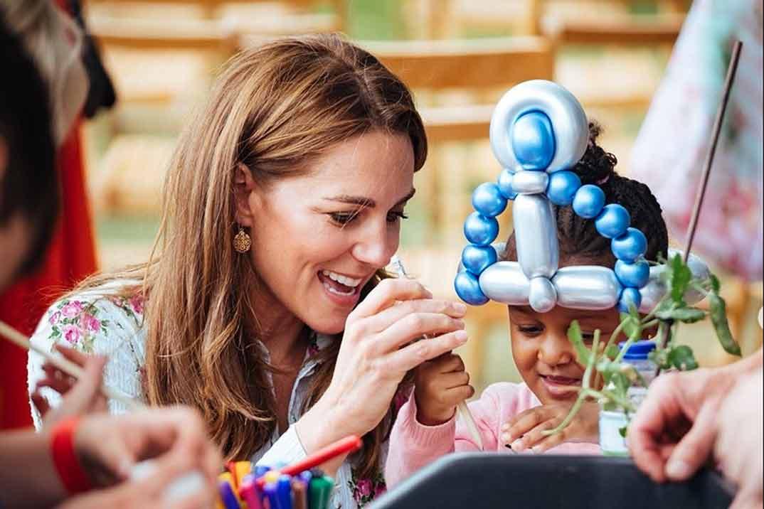 Kate Middleton vuelve al trabajo entre rumores de embarazo