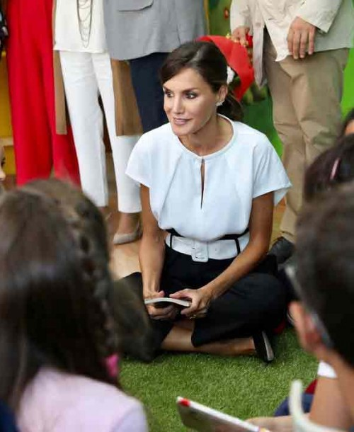 La reina Letizia vuelve al colegio