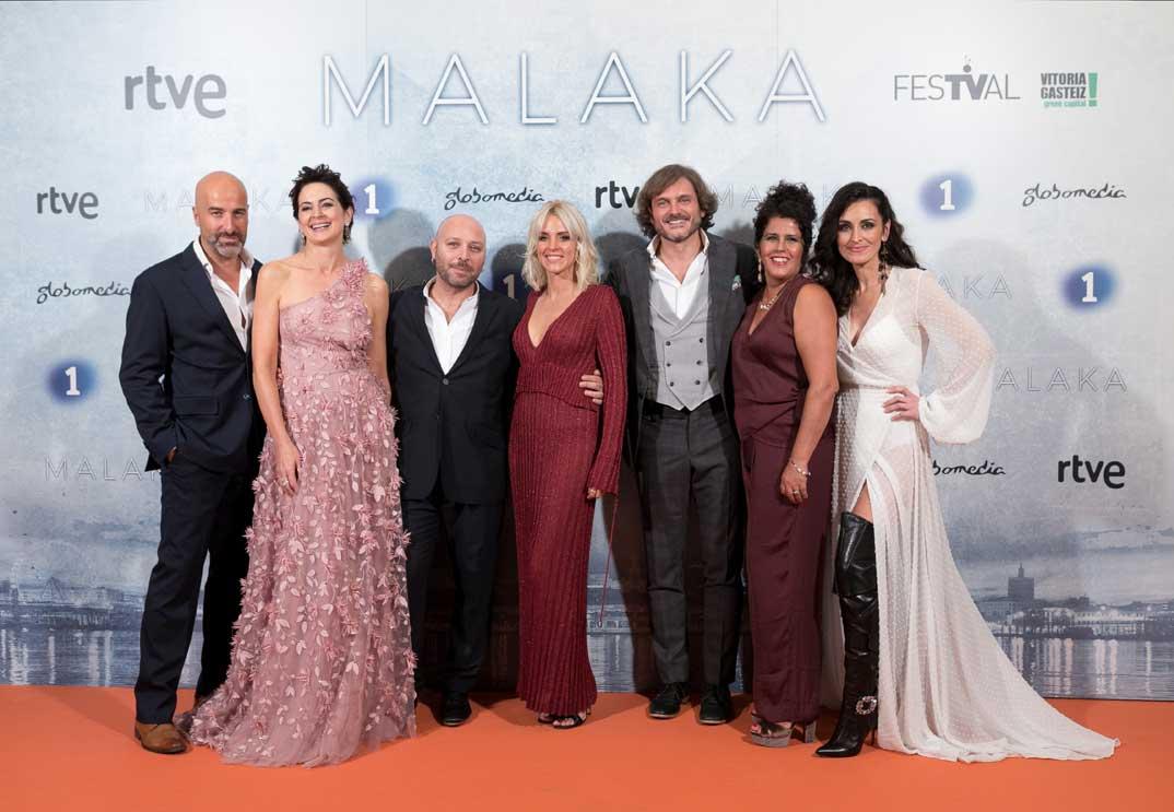 Maggie Civantos y Salva Reina con sus compañeros de Malaka © FesTVal Vitoria 2019