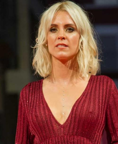 Maggie Civantos, espectacular sobre la alfombra naranja del FesTVal