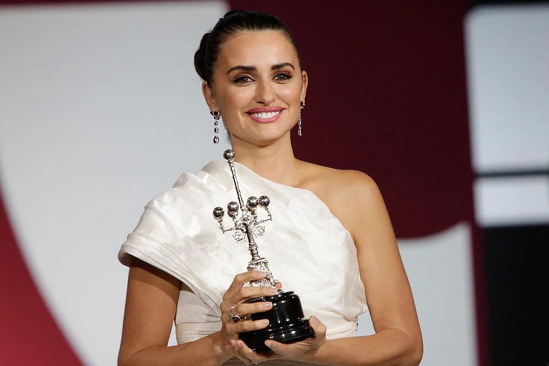 El emotivo discurso de Penélope Cruz y su vestido de ensueño en el Festival de Cine de San Sebastián